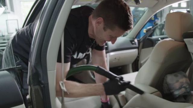Tips Usir Bau Apek pada Mobil yang Terendam Banjir