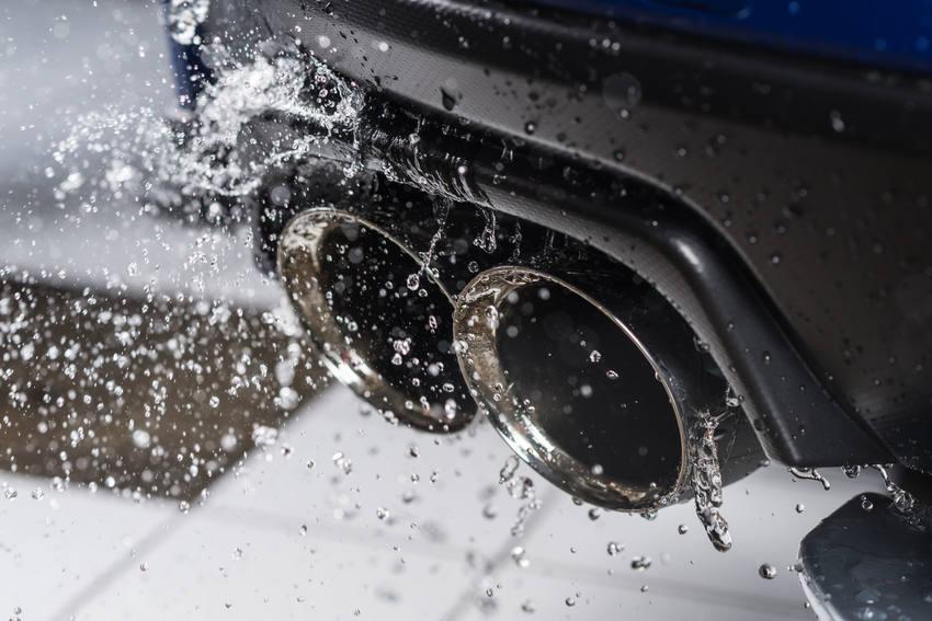 Mengapa Knalpot Mobil Terkadang Mengeluarkan Air